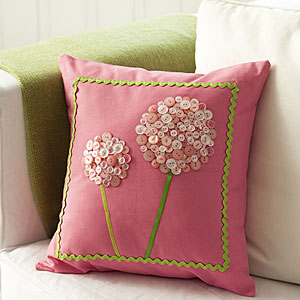 Button-pillow-craft